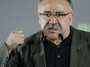 """BARREBUSA.Carod-Rovira en Radio Euskadi:""""Puigcercós debe irse después de las municipales,porque si hemos perdido 11 escaños y estar en la mesa del Parlament ha sido por el cambio de discurso, de candidatos y de posibles aliados futuros en la mitad de la campaña""""///¿Y por qué no planteas una solución mejor?.ORAIN propone que ERC retire sus diputados,abandone todos los cargos públicos y ya no se presente a las municipales previa disolución.¿No seria mejor idea que ERC cayera como Companys:a tiros pero con honra?."""